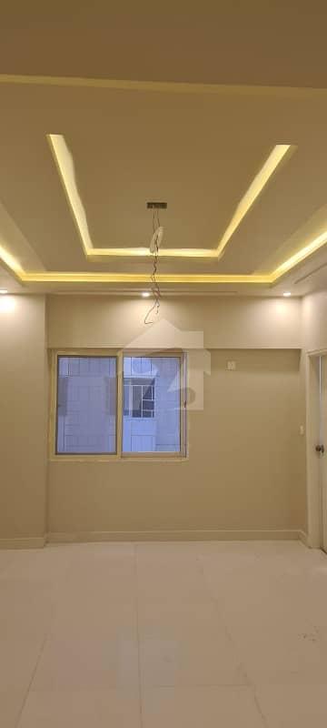 امارکریسنٹ بے ڈی ایچ اے فیز 8 ڈی ایچ اے کراچی میں 2 کمروں کا 7 مرلہ فلیٹ 4.5 کروڑ میں برائے فروخت۔