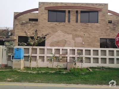 ڈی ایچ اے فیز 2 - بلاک یو فیز 2 ڈیفنس (ڈی ایچ اے) لاہور میں 4 کمروں کا 10 مرلہ مکان 1.15 لاکھ میں کرایہ پر دستیاب ہے۔