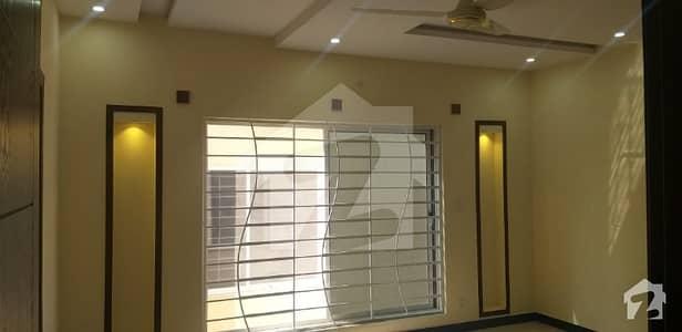 بحریہ ٹاؤن فیز 8 ۔ بلاک جے بحریہ ٹاؤن فیز 8 بحریہ ٹاؤن راولپنڈی راولپنڈی میں 5 کمروں کا 8 مرلہ مکان 48 ہزار میں کرایہ پر دستیاب ہے۔