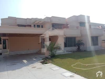 ڈی ایچ اے فیز 2 - بلاک یو فیز 2 ڈیفنس (ڈی ایچ اے) لاہور میں 6 کمروں کا 2 کنال مکان 2.5 لاکھ میں کرایہ پر دستیاب ہے۔