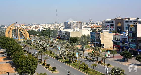 بحریہ ٹاؤن سیکٹر ای بحریہ ٹاؤن لاہور میں 5 مرلہ کمرشل پلاٹ 1.53 کروڑ میں برائے فروخت۔