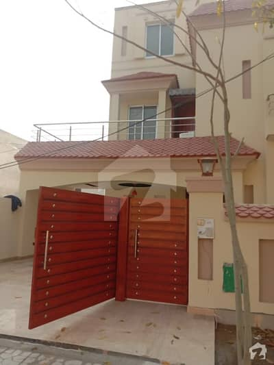 10 Marla Luxry House Just Like Brand New Slightly Used In Approved Area Janiper Block Bahria Town Lahore