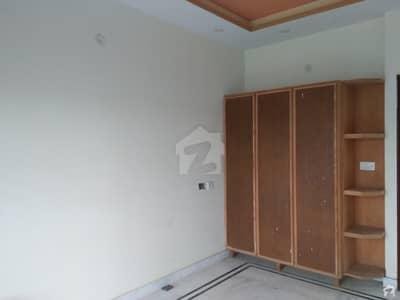 ای ایم ای سوسائٹی ۔ بلاک ڈی ای ایم ای سوسائٹی لاہور میں 3 کمروں کا 1 کنال بالائی پورشن 40 ہزار میں کرایہ پر دستیاب ہے۔
