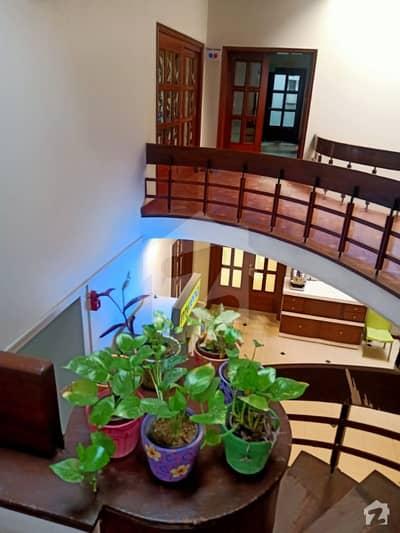 بلوچ کالونی کراچی میں 11 کمروں کا 2 کنال مکان 10 لاکھ میں کرایہ پر دستیاب ہے۔
