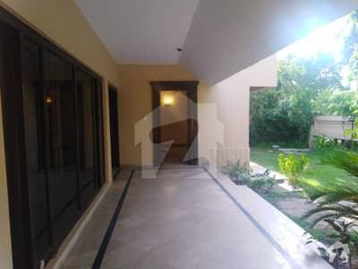 ڈی ایچ اے فیز 3 - بلاک ایکس فیز 3 ڈیفنس (ڈی ایچ اے) لاہور میں 5 کمروں کا 1 کنال مکان 1.1 لاکھ میں کرایہ پر دستیاب ہے۔