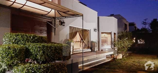 ڈی ایچ اے فیز 5 - بلاک ایچ فیز 5 ڈیفنس (ڈی ایچ اے) لاہور میں 9 کمروں کا 2 کنال مکان 13 کروڑ میں برائے فروخت۔