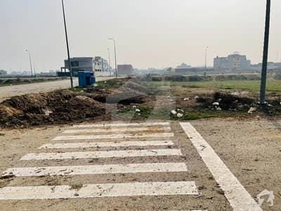 ڈی ایچ اے فیز 8 - بلاک وی فیز 8 ڈیفنس (ڈی ایچ اے) لاہور میں 1 کنال رہائشی پلاٹ 2.8 کروڑ میں برائے فروخت۔