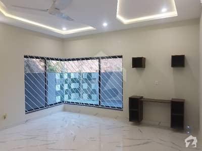 بحریہ ٹاؤن فیز 3 بحریہ ٹاؤن راولپنڈی راولپنڈی میں 5 کمروں کا 1 کنال مکان 5.5 کروڑ میں برائے فروخت۔