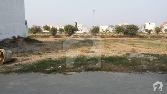 8 Marla HOT Location Plot Back of 100ft Road Near Park