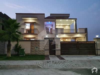پارک انکلیو 1 پارک انکلیو اسلام آباد میں 5 کمروں کا 1 کنال مکان 7.4 کروڑ میں برائے فروخت۔