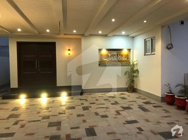 عبداللہ گارڈنز ایسٹ کینال روڈ کینال روڈ فیصل آباد میں 5 کمروں کا 1 کنال مکان 8.5 کروڑ میں برائے فروخت۔