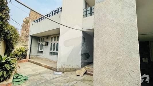 بورڈ دینز کمپلیکس پشاور میں 8 کمروں کا 1.05 کنال مکان 1 لاکھ میں کرایہ پر دستیاب ہے۔
