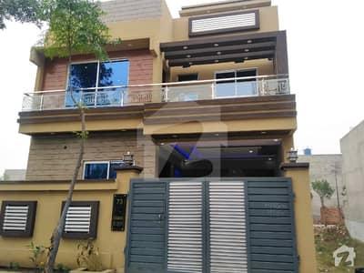 جوبلی ٹاؤن لاہور میں 4 کمروں کا 5 مرلہ مکان 1.1 کروڑ میں برائے فروخت۔