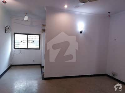 ڈی ایچ اے فیز 2 - بلاک وی فیز 2 ڈیفنس (ڈی ایچ اے) لاہور میں 4 کمروں کا 10 مرلہ مکان 82 ہزار میں کرایہ پر دستیاب ہے۔
