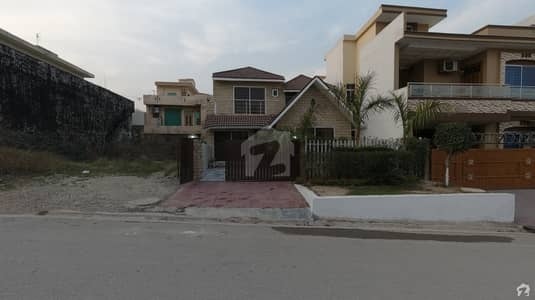 Good Location Beautiful House Is Available For Sale