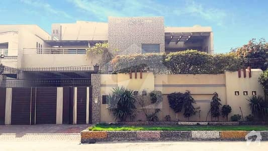 یونیورسٹی ٹاؤن فیصل آباد میں 6 کمروں کا 1.22 کنال مکان 3.75 کروڑ میں برائے فروخت۔