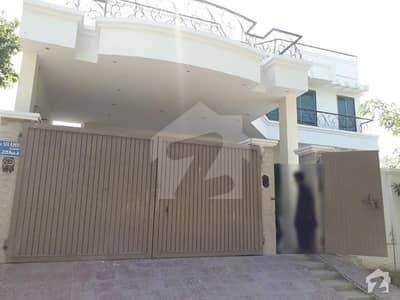 گورنمنٹ ایمپلائیز کوآپریٹو ہاؤسنگ سوسائٹی بہاولپور میں 3 کمروں کا 1 کنال زیریں پورشن 40 ہزار میں کرایہ پر دستیاب ہے۔