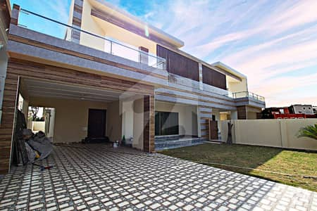 Top Location Main Road 2 Kanal Bungalow For Rent