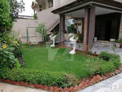 چک 208 روڈ فیصل آباد میں 6 کمروں کا 1.1 کنال مکان 90 ہزار میں کرایہ پر دستیاب ہے۔