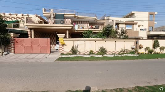 1 Kanal Excellent  9 Beds  Triple Storey House For Sale On Top Location Of F1 Block Wapda Town Lahore