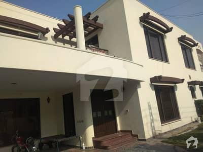 ڈی ایچ اے فیز 3 - بلاک ڈبل ایکس فیز 3 ڈیفنس (ڈی ایچ اے) لاہور میں 5 کمروں کا 1 کنال مکان 1.6 لاکھ میں کرایہ پر دستیاب ہے۔
