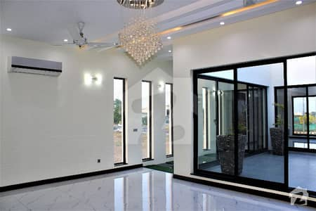 ڈی ایچ اے فیز 6 ڈیفنس (ڈی ایچ اے) لاہور میں 5 کمروں کا 1 کنال مکان 1.89 لاکھ میں کرایہ پر دستیاب ہے۔
