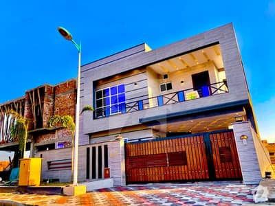 بحریہ ٹاؤن فیز 8 بحریہ ٹاؤن راولپنڈی راولپنڈی میں 5 کمروں کا 10 مرلہ مکان 2.35 کروڑ میں برائے فروخت۔