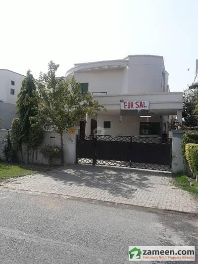 عسکری 10 - سیکٹر اے عسکری 10 عسکری لاہور میں 6 کمروں کا 1 کنال مکان 4 کروڑ میں برائے فروخت۔