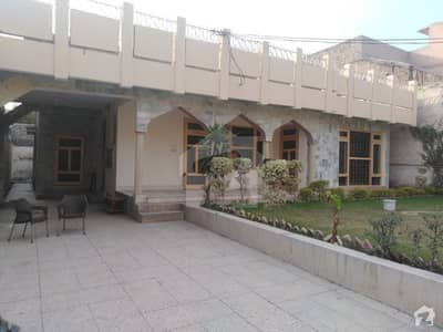1 Kanal House In Central Hayatabad For Sale