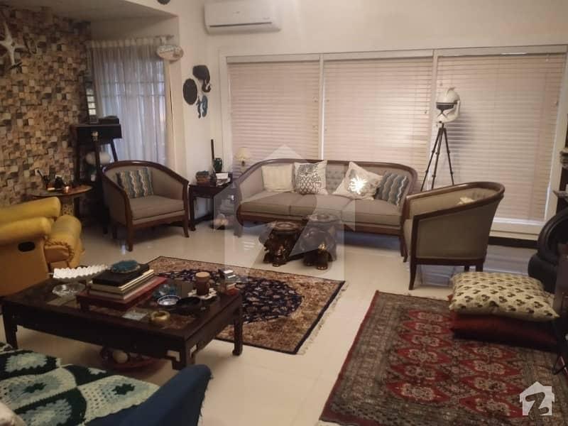 سِی ویو اپارٹمنٹس کراچی میں 3 کمروں کا 10 مرلہ فلیٹ 3.95 کروڑ میں برائے فروخت۔