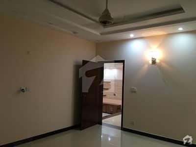 ڈی ایچ اے فیز 4 - بلاک ڈیڈی فیز 4 ڈیفنس (ڈی ایچ اے) لاہور میں 3 کمروں کا 1 کنال بالائی پورشن 60 ہزار میں کرایہ پر دستیاب ہے۔