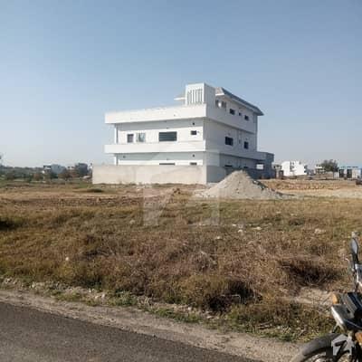 یونیورسٹی ٹاؤن ۔ بلاک ای یونیورسٹی ٹاؤن اسلام آباد میں 1 کنال رہائشی پلاٹ 90 لاکھ میں برائے فروخت۔