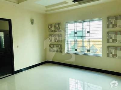طارق گارڈنز لاہور میں 5 کمروں کا 10 مرلہ مکان 1.05 لاکھ میں کرایہ پر دستیاب ہے۔