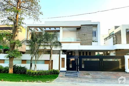 1 Kanal Modern Stylish Full Furnished Luxury Bungalow  For Sale