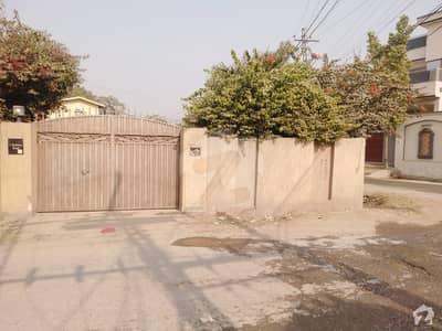 یونیورسٹی ٹاؤن پشاور میں 3 کمروں کا 1.7 کنال مکان 8 کروڑ میں برائے فروخت۔