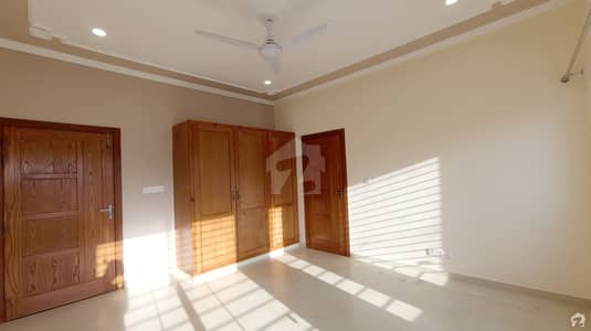 Beautiful 60x90 Upper Portion 4 bed with Servant For Rent in D122