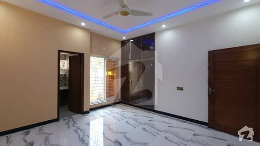 بحریہ ٹاؤن رفیع بلاک بحریہ ٹاؤن سیکٹر ای بحریہ ٹاؤن لاہور میں 5 کمروں کا 10 مرلہ مکان 2.2 کروڑ میں برائے فروخت۔