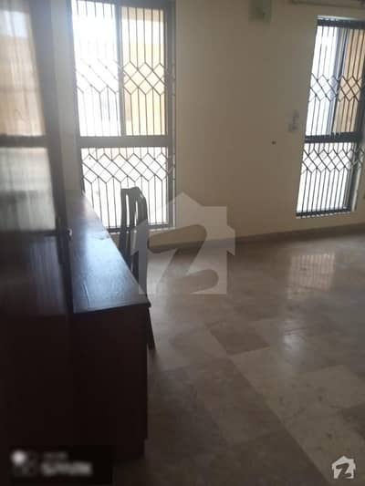 On 100 Feet Wide Allama Shabbir Ahmed Usmani Road 550 Yard House Of 10 Rooms With Parking Of 8 Cars Is Available For Sale ideal for schools
