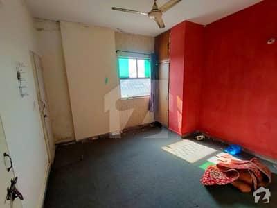 گلبرگ 2 گلبرگ لاہور میں 1 کمرے کا 4 مرلہ بالائی پورشن 11 ہزار میں کرایہ پر دستیاب ہے۔