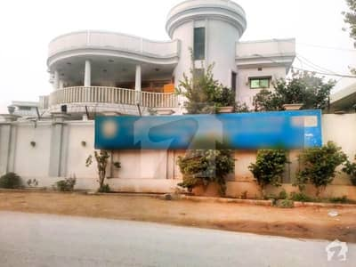 اولڈ باڑہ روڈ پشاور میں 11 کمروں کا 2.6 کنال مکان 9 لاکھ میں کرایہ پر دستیاب ہے۔