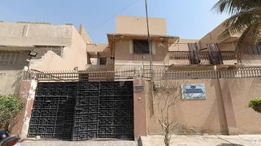 ناظم آباد - بلاک 4 ناظم آباد کراچی میں 7 کمروں کا 1.07 کنال مکان 4.25 لاکھ میں کرایہ پر دستیاب ہے۔