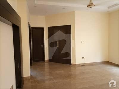 بحریہ ٹاؤن سیکٹر B بحریہ ٹاؤن لاہور میں 5 کمروں کا 10 مرلہ مکان 2.1 کروڑ میں برائے فروخت۔