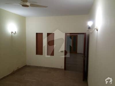 ڈی ایچ اے فیز 8 ڈیفنس (ڈی ایچ اے) لاہور میں 2 کمروں کا 10 مرلہ زیریں پورشن 45 ہزار میں کرایہ پر دستیاب ہے۔