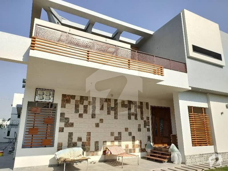 1000 Sq Yrd Branded Architectural Design Bungalow Fully Furnished Fully Interior Decorated Swimming Pool Jacuzzi Branded Furniture Outclass Finishing Top Level Construction Owner Built House Ideal For Tasteful Buyers Sale