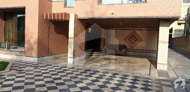 گلبرگ 2 گلبرگ لاہور میں 12 کمروں کا 2 کنال مکان 3.75 لاکھ میں کرایہ پر دستیاب ہے۔