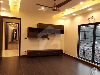 1 KANAL LUXURY DESIGNED BRAND NEW HOUSE FOR SALE