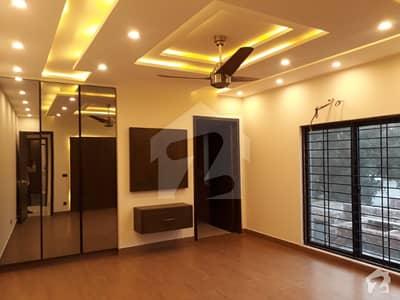 بحریہ ٹاؤن سیکٹر سی بحریہ ٹاؤن لاہور میں 5 کمروں کا 1 کنال مکان 5 کروڑ میں برائے فروخت۔