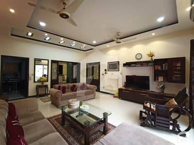 1 Kanal Double Unit 5 Bed Extra Hot Location Owner Build Solid Construction Direct Main Road Approach