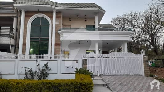 3 Bed Corner House Available For Rent at F-11/2, Islamabad.