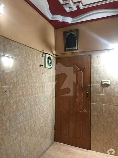 آئی آئی چندڑیگر روڈ کراچی میں 3 کمروں کا 4 مرلہ فلیٹ 60 لاکھ میں برائے فروخت۔